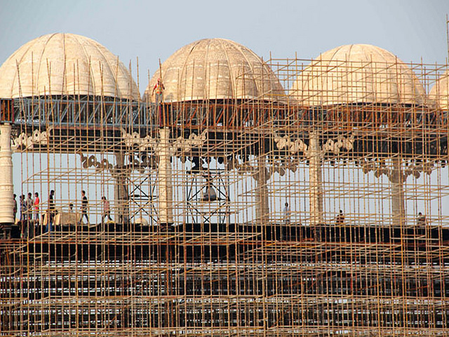 construction near yamuna